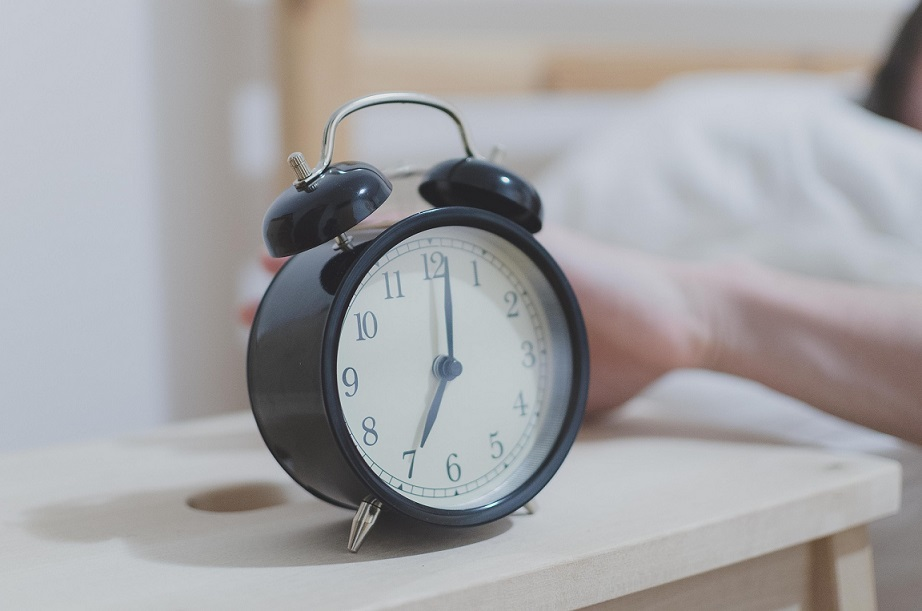 Alarm-clock-bed