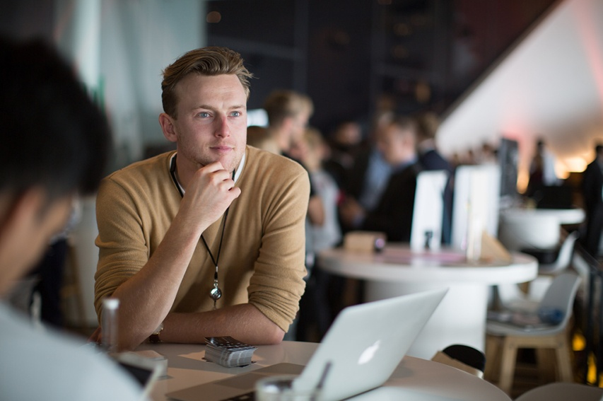 Cómo-motivar-a-los-empleados a-ir-más-allá-de-sus-tareas