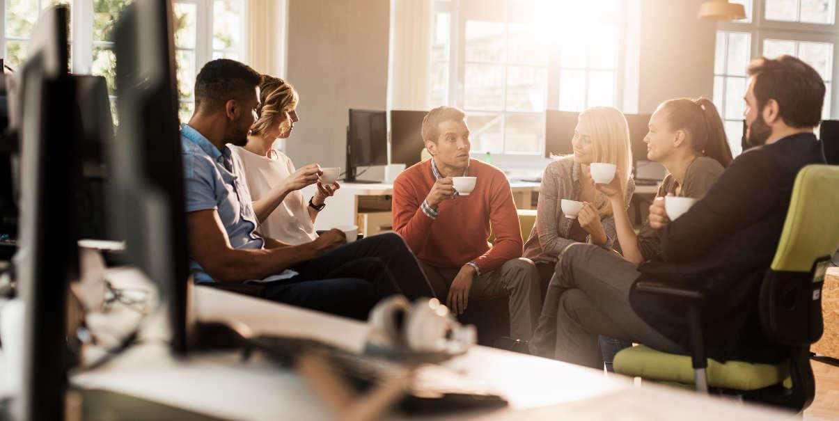 coworkers-having-coffee-break-in-bright-office-1205
